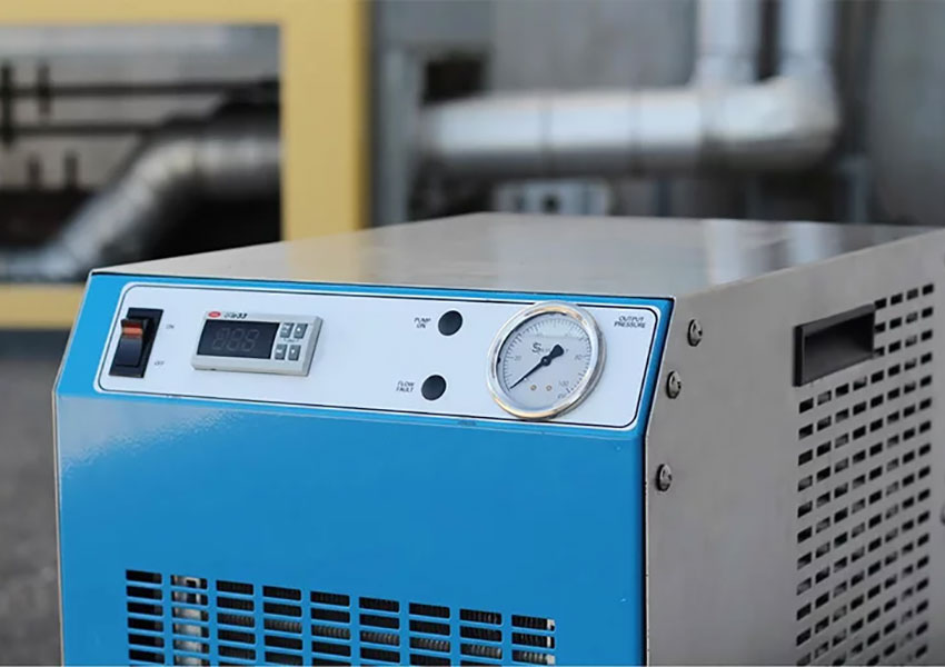 How does a chiller system work